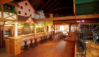 Tanzbereich und Bar